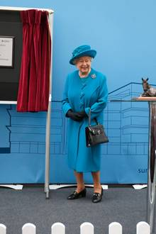 "15. Oktober 2015: Gemeinsam nehmen die Queen und Prinz Philip den Termin an der ""University of Surrey's new School of Veterinary Medicine"" in Guildford teil."