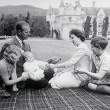 Das dritte Kind ist da: Die Königsfamilie mit dem neugeborenen Prinz Andrew 1960