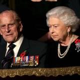 """7. November 2015: Prinz Philip und die Queen dürfen auf dem jährlichen """"Festival of Remembrance"""" natürlich nicht fehlen. Die Beiden besuchen im Rahmen der Festlichkeiten ein Konzert in der Royal Albert Hall."""