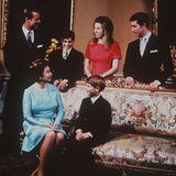 Prinzessin Anne und Prinz Charles mit ihren Eltern im Jahr 1970