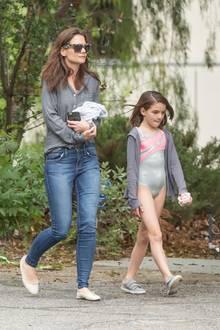 11. April 2016  Katie Holmes holt Tochter Suri vom Tanzunterricht in Los Angeles ab. Danach geht's zum Essen.