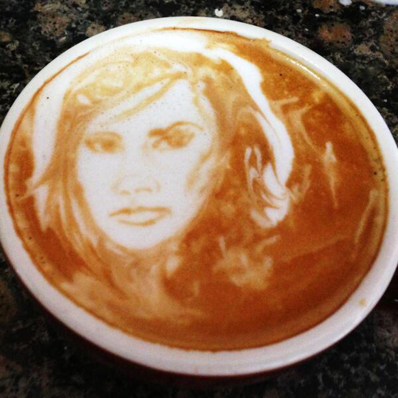 Wenn man Victoria Beckham heißt, kann es durchaus passieren, dass man eine sehr persönliche Tasse Kaffee serviert bekommt. Mit eigenem Konterfei.