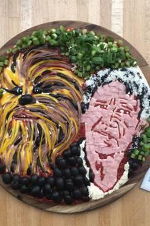 """Der Markt um """"Star Wars"""" boomt. Da liegt es doch auch nahe, eine Pizza mit Harrison Ford as """"Ham"""" Solo und Chewbacca zu kreieren."""