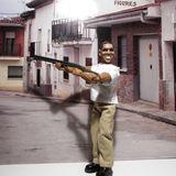 In den USA kann man ab sofort diese Actionfigur von Barack Obama kaufen. Inspiriert wurde der Hersteller durch ein Foto, das den Präsidenten beim Schießen in Camp David zeigt.