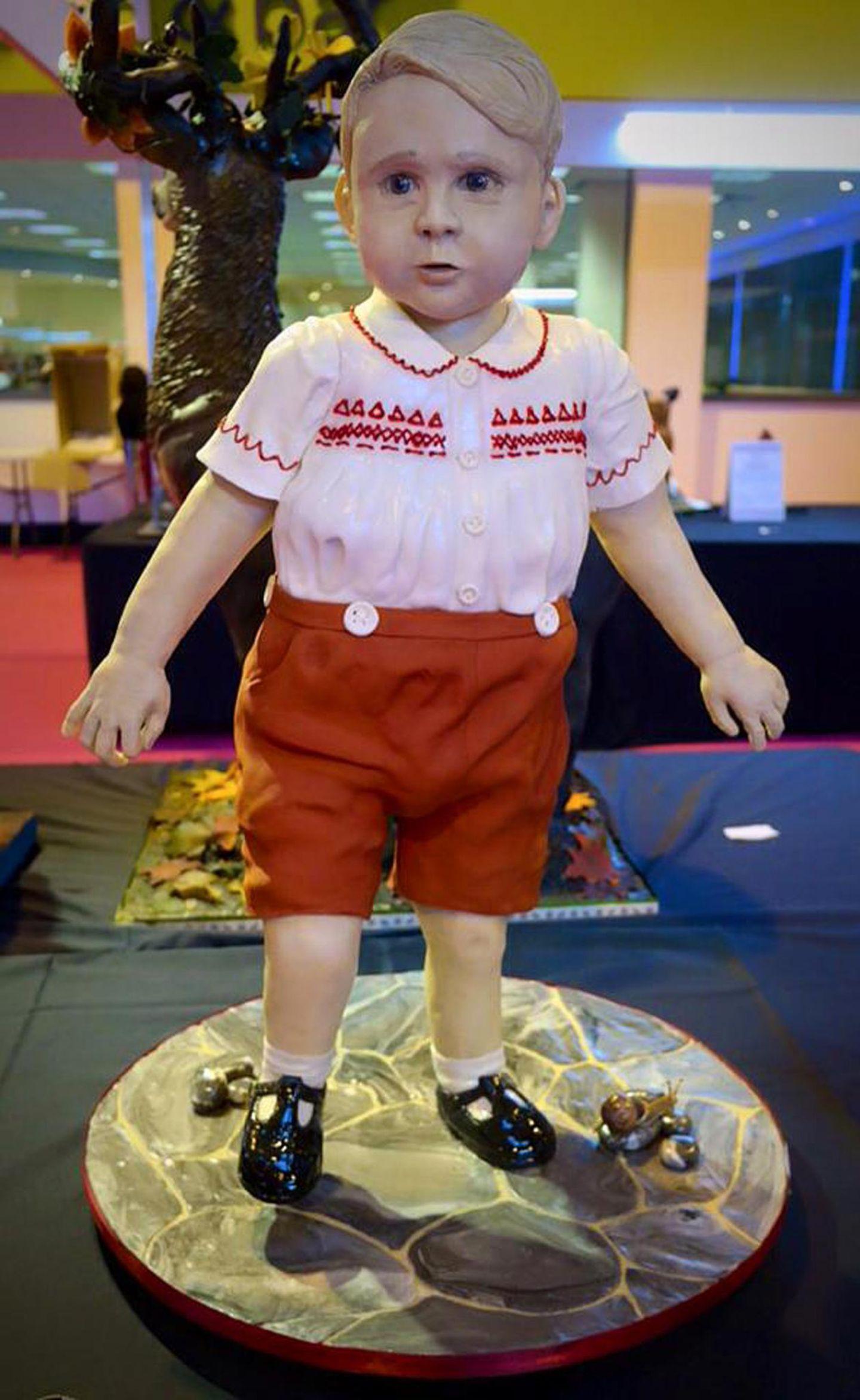 Wer meint, Prinz George kann nicht mehr süßer werden, hat ihn noch nicht als Kuchen gesehen. Beim internationalen Kuchenwettbewerb in Birmingham gewinnt die Bäckerin mit diesem Meisterwerk Gold.