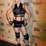 """Anlässlich seines 36. Geburtstags feiert Perez Hilton eine Mottoparty zum Thema """"Madonna"""" und kommt selbstverständlich auch im passenden Kostüm."""