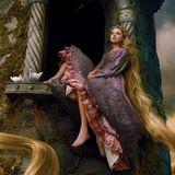 Für eine Disney-Kampagne inszeniert Star-Fotografin Annie Leibovitz Sängerin Taylor Swift als Märchenfigur Rapunzel.