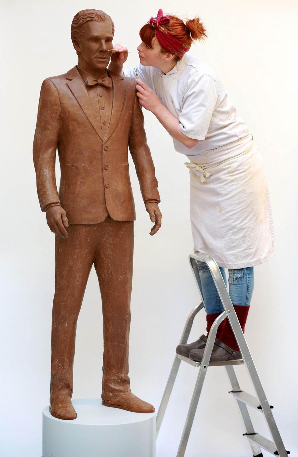 Für TV-Werbezwecke macht Jen Lindsay-Clark eine lebensgroße Schokoladen-Skulptur von Schauspieler Benedict Cumberbatch.