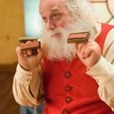 """Das ist er, der Weihnachtsmann! Nicolaus """"Santa"""" Claus gespielt von Paul Giamatti"""