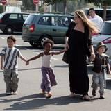23. September 2009: Mit ihren drei Kindern s Pax, Zahara, Shiloh