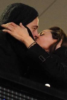 Sieht so eine zerbrochene Liebe aus? Angelina Jolie und Brad Pitt feiern den Sieg der New Orleans Saints.