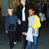 21. November 2014  Gut gelaunt beenden Angelina, Shiloh und Zahara ihren Shoppingtrip in New York City.