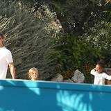 27. Juni 2011: Brad Pitt und Angelina Jolie nehmen sich Zeit für einen Ausflug mit ihren Kindern in einen Wasserpark auf Malta.