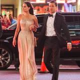 """5. November 2015  Das Superpaar stellt seinen Film """"By the Sea"""" in Hollwood vor. Stylish sind Angelina und Brad sind auf dem Weg zum Chinese Theater."""