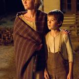 Alice (Gretchen Mol) und ihr jüngster Sohn Mark (Benjamin Petry)