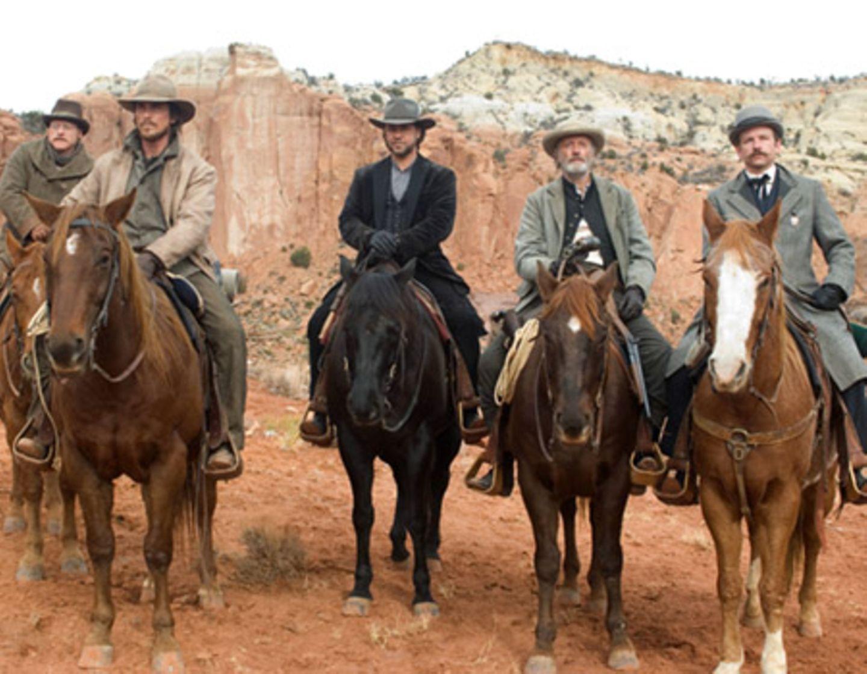 Ben Wade wird zum Zug nach Yuma begleitet: Doc Potter (Alan Tudyk), Dan Evans (Christian Bale), Ben Wade (Russell Crowe), Byron