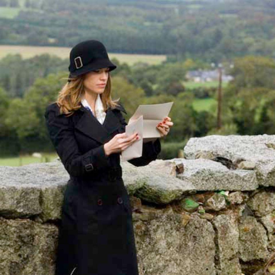 Hilary Swank spielt die junge Witwe Holly