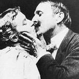 """May Irwin und John C. Rice-Irwin in """"The Kiss"""", 1896"""