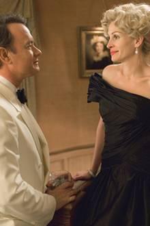 Jet-Set-Lady Joanne Hering (Julia Roberts) unterstützt den Playboy Wilson (Hanks), wo sie kann