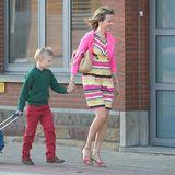 """2. September 2013: Auch Prinz Emmanuel ist mit Mutter Mathilde und einer großen Schultasche auf dem Weg zum ersten Schultag nach den Ferien. Seit 2012 geht der Achjährige auf die """"Eureka""""-Schule, die spezielle Förderprogramme anbietet."""