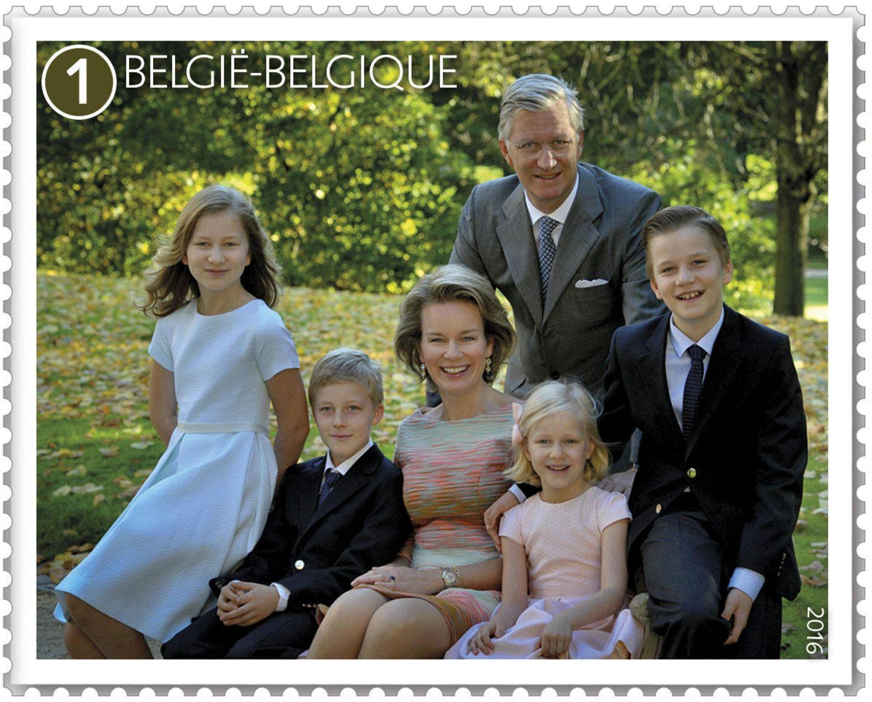 26. Oktober 2015: In Belgien gibt es neue Briefmarken, die die königliche Familie zeigt. Prinzessin Elisabeth, Prinz Gabriel, Prinz Emmanuel, Prinzessin Eléonore, Königin Mathilde und König Philippe strahlen darauf um die Wette.