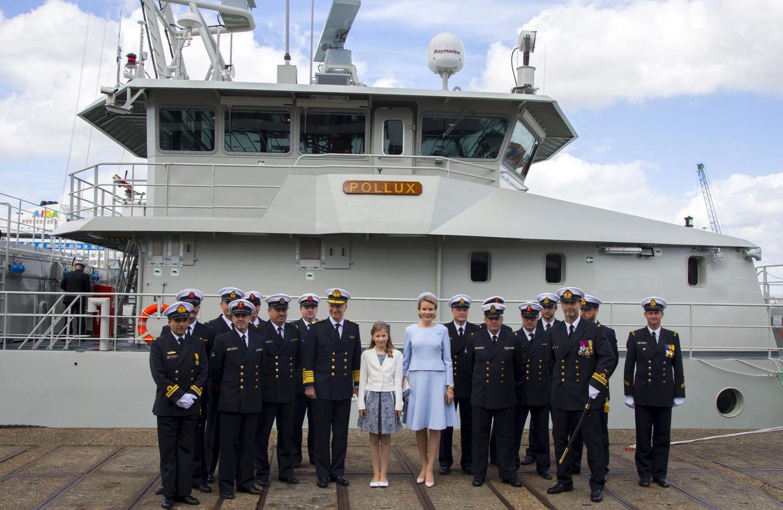 """6. Mai 2015: Thronfolgerin Prinzessin Elisabeth ist Patin des belgischen Marineschiffs """"P902 Pollux"""" geworden. König Philippe und Köngin Mathilde begleiten ihre Tochter nach Seebrügge."""