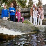 """12. Juli 2014  Das belgische Königspaar Philippe und Mathilde besuchen mit ihren Kindern Prinz Emmanuel, Prinz Gabriel, Prinzessin Eleonore und die Kronprinzessin Elisabeth den """"Sea Life Marine Park"""" in Blankenberge."""