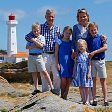 Der Leuchturm im Hintergrund bildet die perfekte Kulisse für ein Familienfoto.