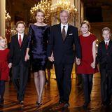 16. Dezember 2015  Die belgische Königsfamilie ist in Weihnachtsstimmung: Königin Mathilde und König Philippe sind mit ihren Kindern Prinzessin Eleonore, Prinz Gabriel, Kronprinzessin Elisabeth und Prinz Emmanuel auf dem Weg zu dem Weihnachtskonzert im Königspalast in Brüssel.