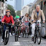 21. September 2014: Prinz Gabriel, Prinz Emmanuel, Königin Mathilde und König Philippe radeln am autofreien Sonntag durch Brüssel.