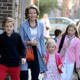 1. September 2014: Königin Mathilde bringt ihre drei Kinder Gabriel, Eleonore und Elisabeth am ersten Schultag ins Sint-Jan Berchmanscollege in Brüssel.