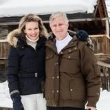 Happy Holiday! Völlig entspannt genießt das belgische Königspaar seine freien Tage in dem Ski-Resort und findet dabei auch ein paar Augenblicke für sich allein.