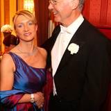 Der österreichische Politiker Alfred Gusenbauer im Gespräch mit Franz Beckenbauer und seiner Frau Heidi