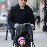 In New York ist es jetzt wieder ordentlich kalt. Matthew Broderick und seine Tochter Marion wissen sich da mit farbenfrohen Kopf