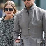 Ganz in grau, aber sehr schick mit passender Mütze. Johannes Huebl und seine Freundin Olivia Palermo