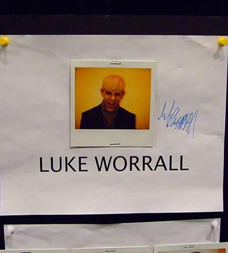 Polaroid an der Spaß-Wand - Backstage bei Phillip Lim - Luke Worrall ist das neue Lieblings-Male-Model!