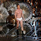 Oscars 2015: Der Moment in dem Neil Patrick Harris halb nackt die Oscars moderiert, wird wohl in die Geschichte der Preisverleihung eingehen. Lobeshymnen erhält er dafür trotzdem nicht.