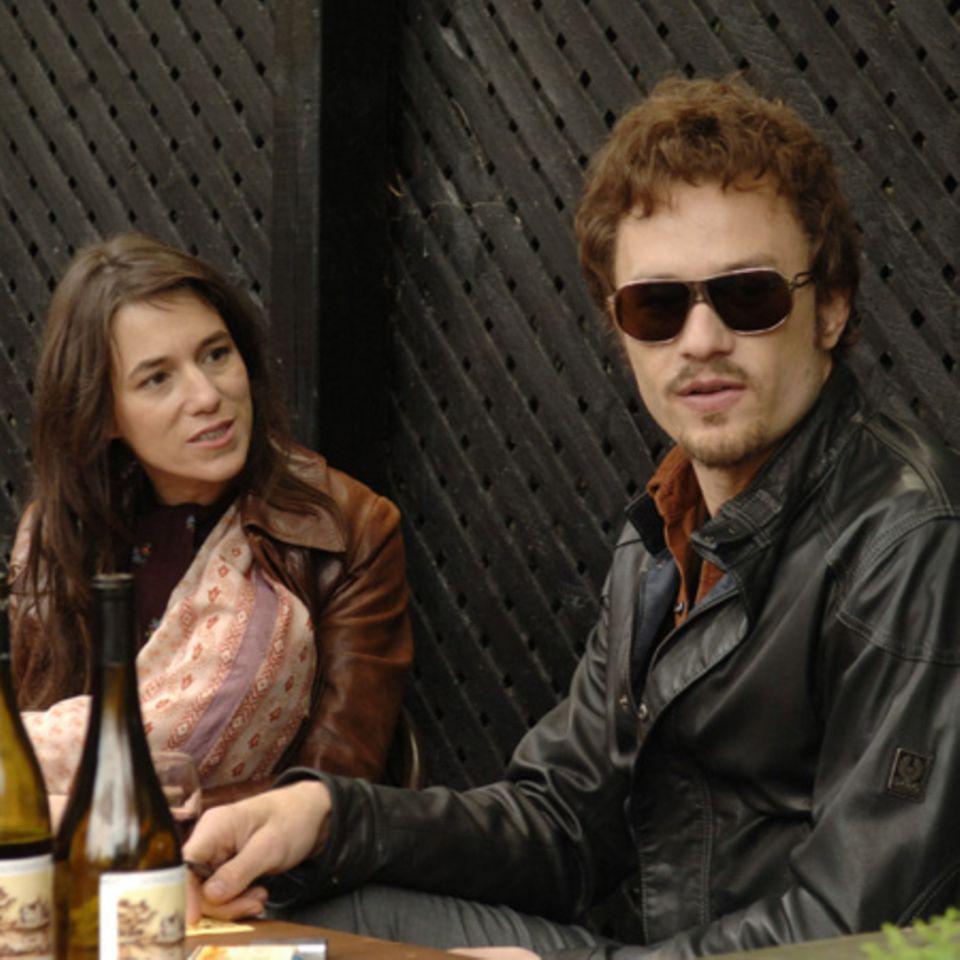 Serge Gainsbourg-Tochter Charlotte als Frau des Schauspielers Robbie Clark (Heath Ledger)