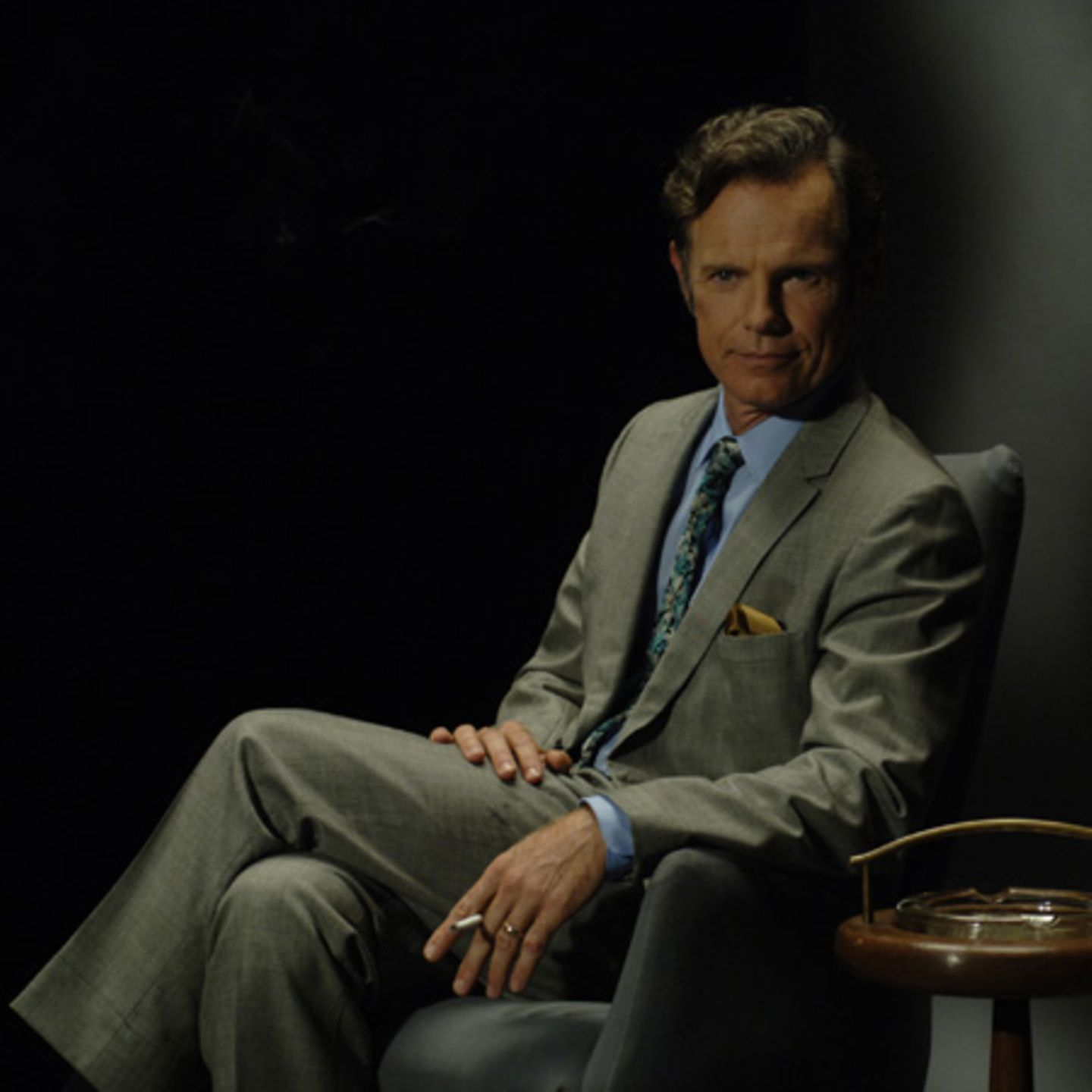 Bruce Greenwood spielt den TV-Journalisten Keenan Jones