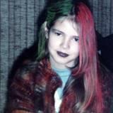 1982  Im Alter von neun Jahren hat sich Heidi schon Einiges getraut: zwei Haarfarben und schwarze Lippen zum Beispiel.