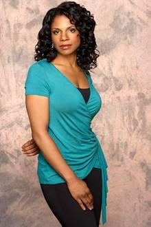 """Dr. Naomi Bennett (Audra McDonald) ist die beste Freundin von Addison und besitzt den größten Anteil des """"Oceanside Wellness Cen"""