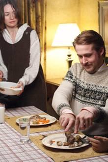Merkwürdiges Abendessen: Gus (Paul Schneider) und Karin (Emily Mortimer) machen sich Sorgen um Lars