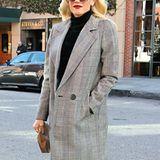 Kleinkariert und leicht an die 80er erinnernd ist Gwen Stefanis grauer Mantel.