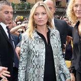 Pünktlich zum Start der Fashion Week Mailand kommt Model Kate Moss in der italienischen Modestadt an. Zur Gucci Fashion-Show trägt die 40-Jährige einen hellblauen Mantel in Schlangenhaut-Optik.