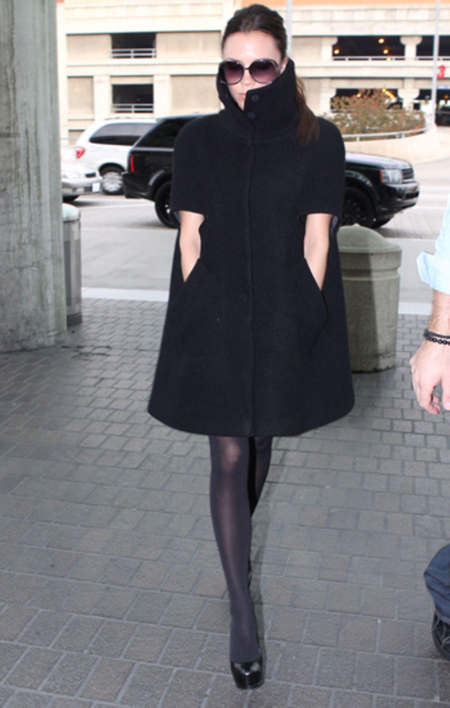 Victoria Beckham zeigt sich ganz hochgeschlossen.