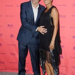 """Juni 2013: Olivier Martinez, streicht stolz über den Babybauch seiner Verlobten Halle Berry. Die beiden sind für das """"Champs-Elysees Film Festival"""" nach Paris gereist."""