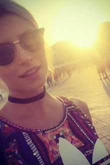 """Lena Gercke ist ein wahres Fashion-Chameleon. Immer wieder verwandelt sie sich durch brandneue Looks. Einem Accessoire bleibt sie dabei aber schon seit Monaten treu. Und zwar ihrer """"Clubmaster""""-Sonnenbrille von Ray-Ban."""