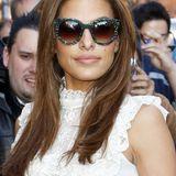 Für eine Latino-Diva wie Eva Mendes kommen nur auffällige, damenhafte Sonnenbrille wie dieses gemusterte Retro-Modell in Frage.