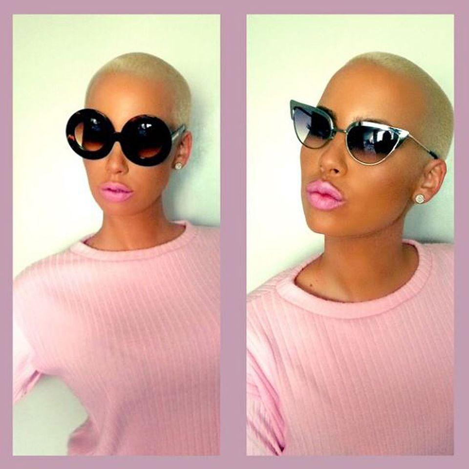 Ob rund, ob eckig: Model Amber Rose scheint Sonnenbrillen in allen Variationen zu lieben. Auf ihrem Instagram-Account postet Amber immer mal wieder Sonnenbrillen-Modelle, die aus ihrem eigenen Online-Shop stammen, den sie zusammen mit Freundin Priscilla Ono führt.