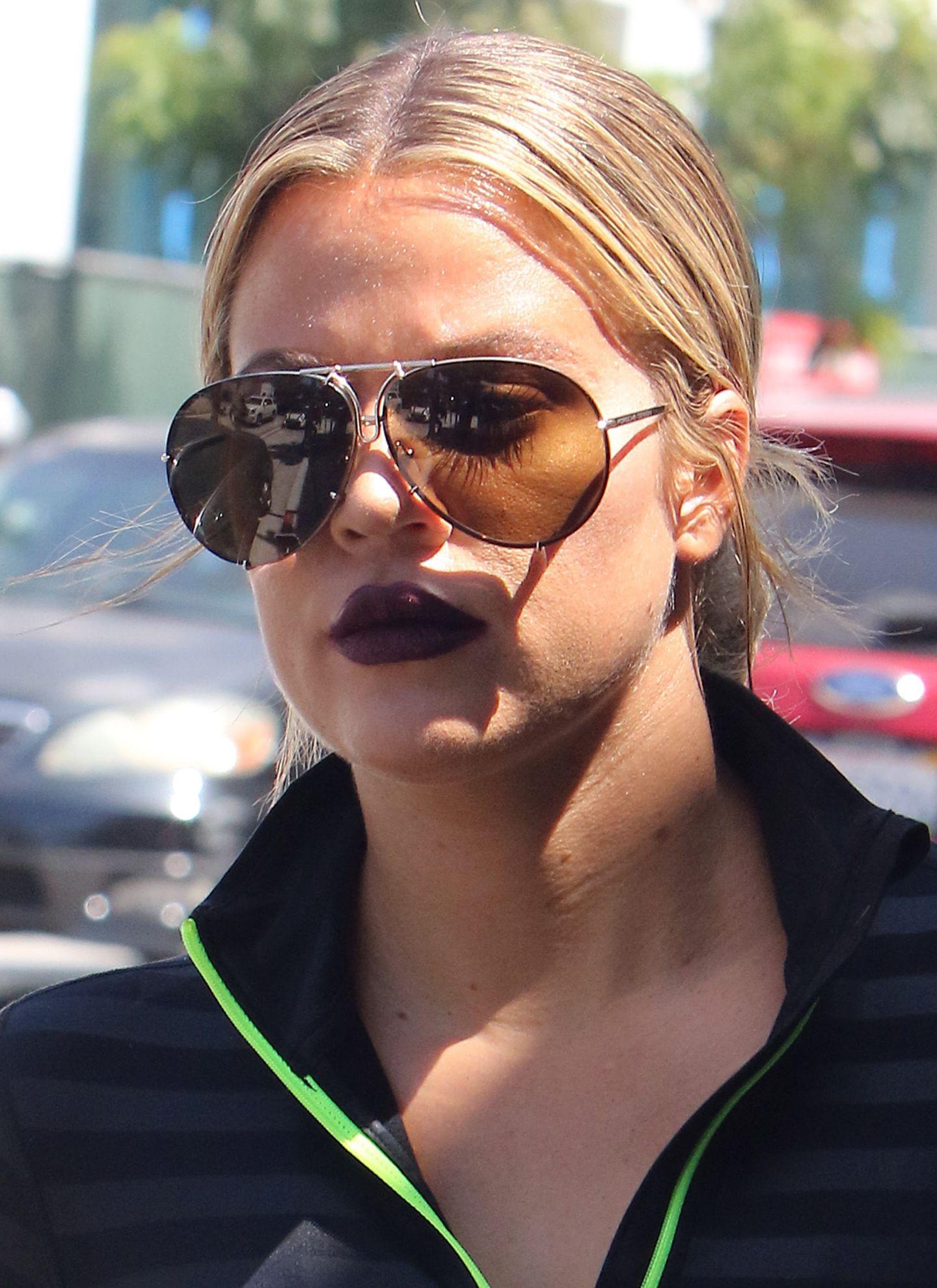 Khloe Kardashian liebt ihre P'8478! Die legendäre Sonnenbrille von Porsche Design gehört schon seit 1978 zu den beliebtesten Modellen weltweit.